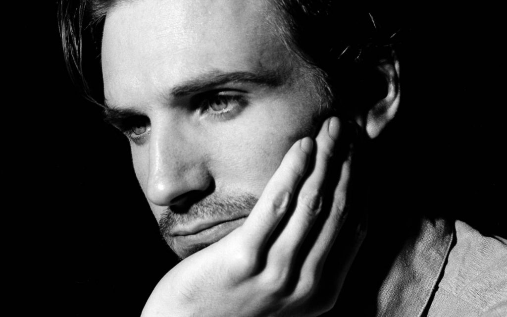 monochrome ralph fiennes wide wallpapers