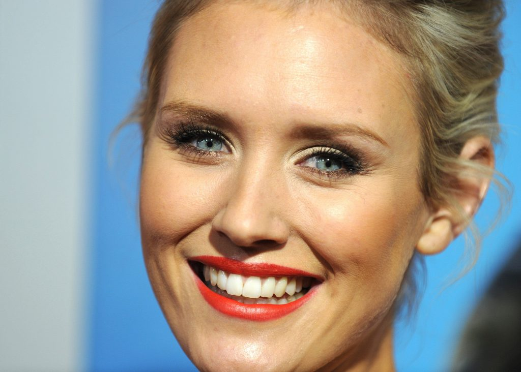 nicky whelan smile hd wallpapers