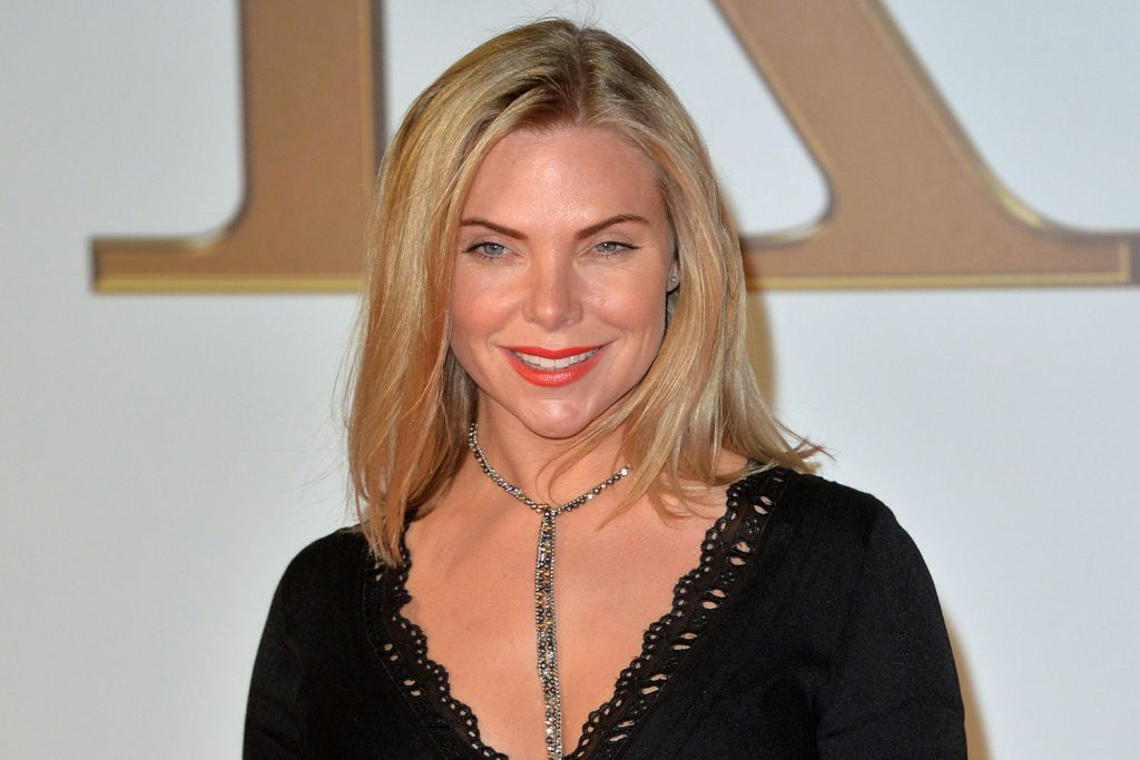 samantha womack smile photos wallpapers