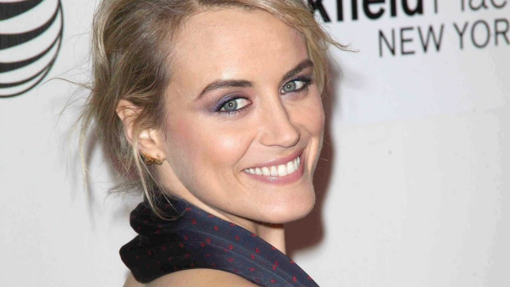 taylor schilling smile wallpapers