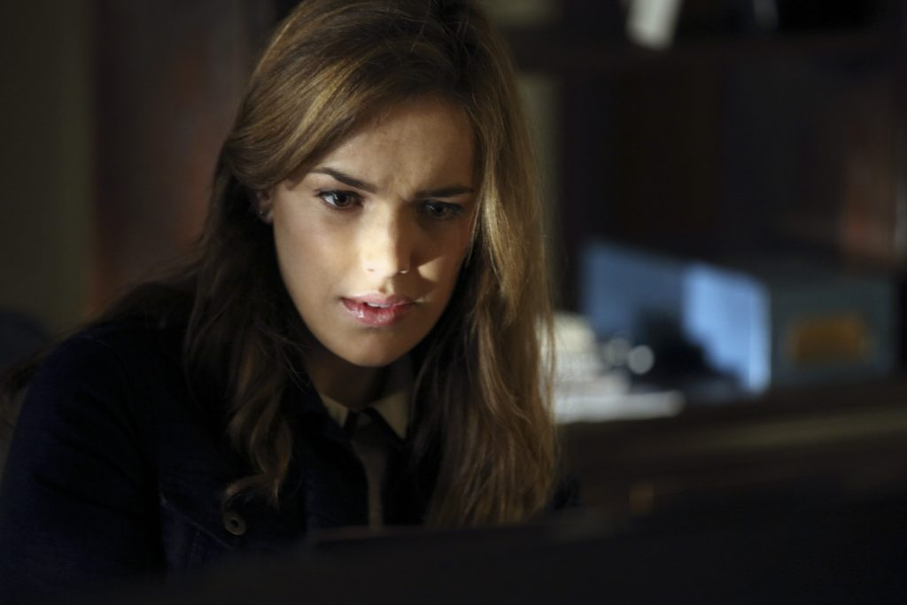 elizabeth henstridge actress wallpapers