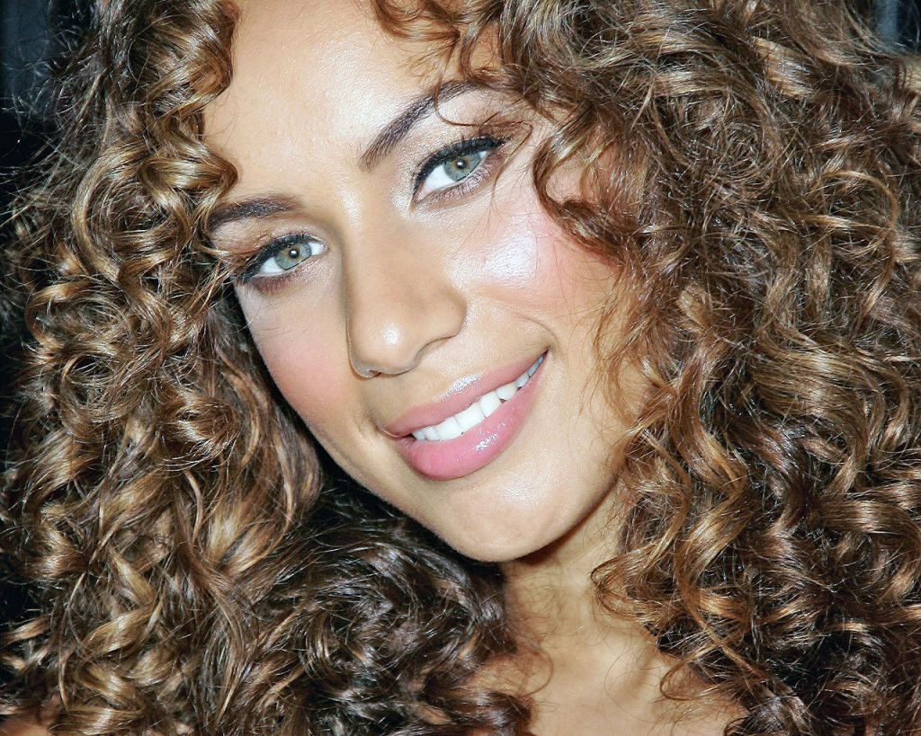 leona lewis smile pictures wallpapers