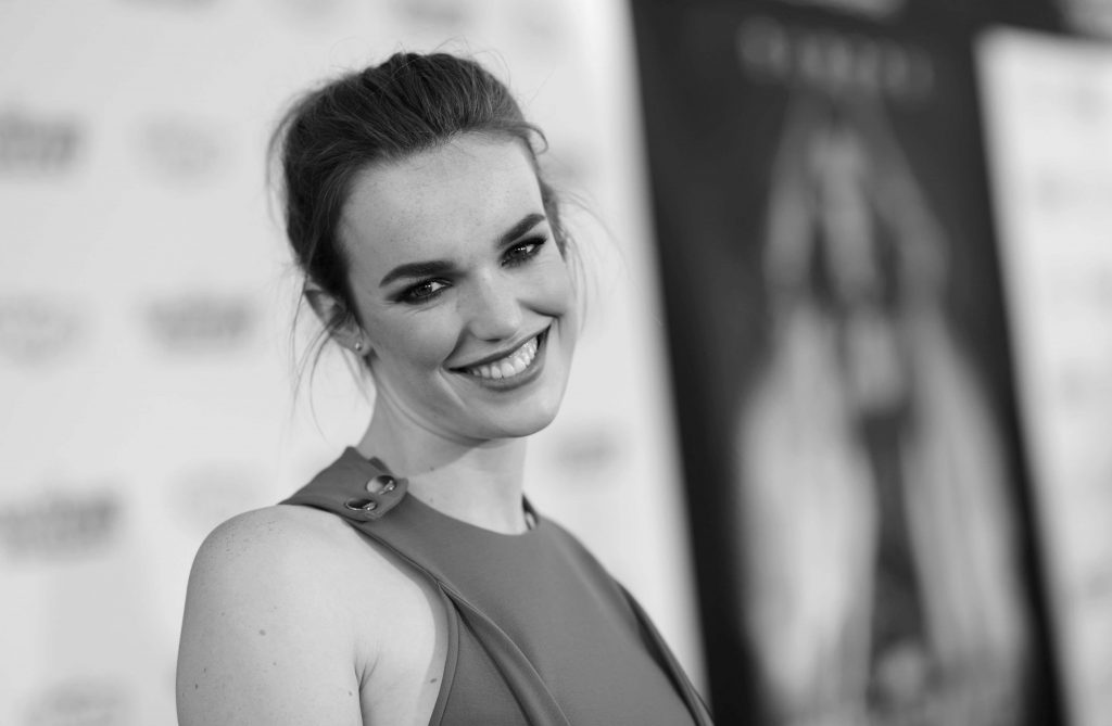 monochrome elizabeth henstridge wallpapers