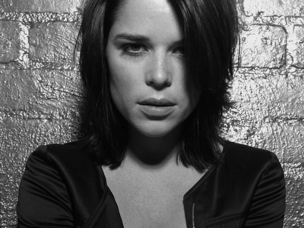 monochrome neve campbell wallpapers