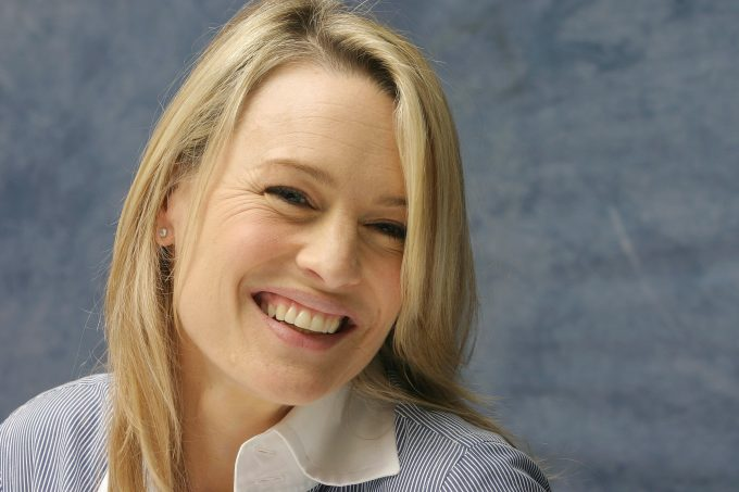 robin-wright-smile-widescreen-wallpaper-57677-59441-hd-wallpapers