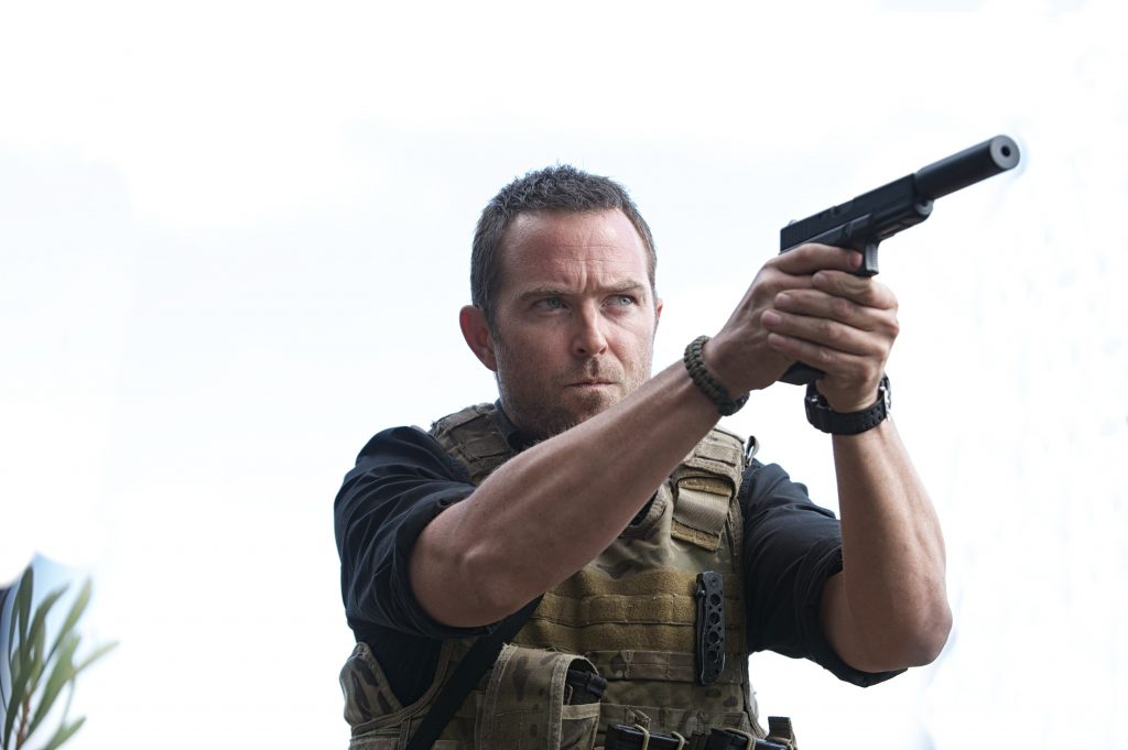 sullivan stapleton actor wallpapers