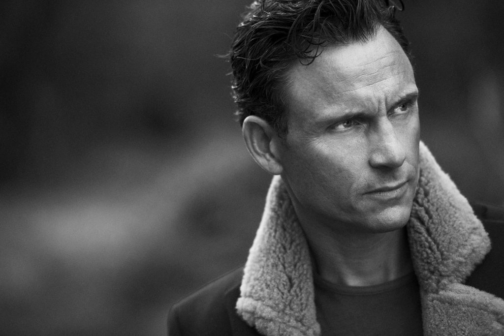 monochrome tony goldwyn wallpapers