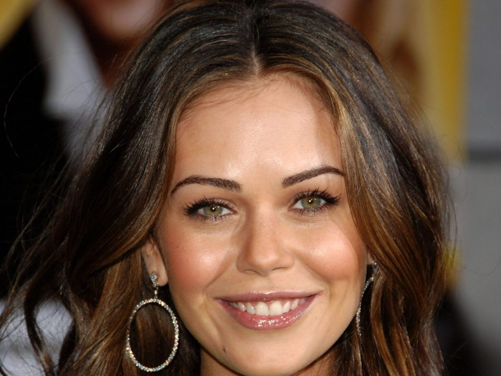 Alexis Dziena Wallpapers