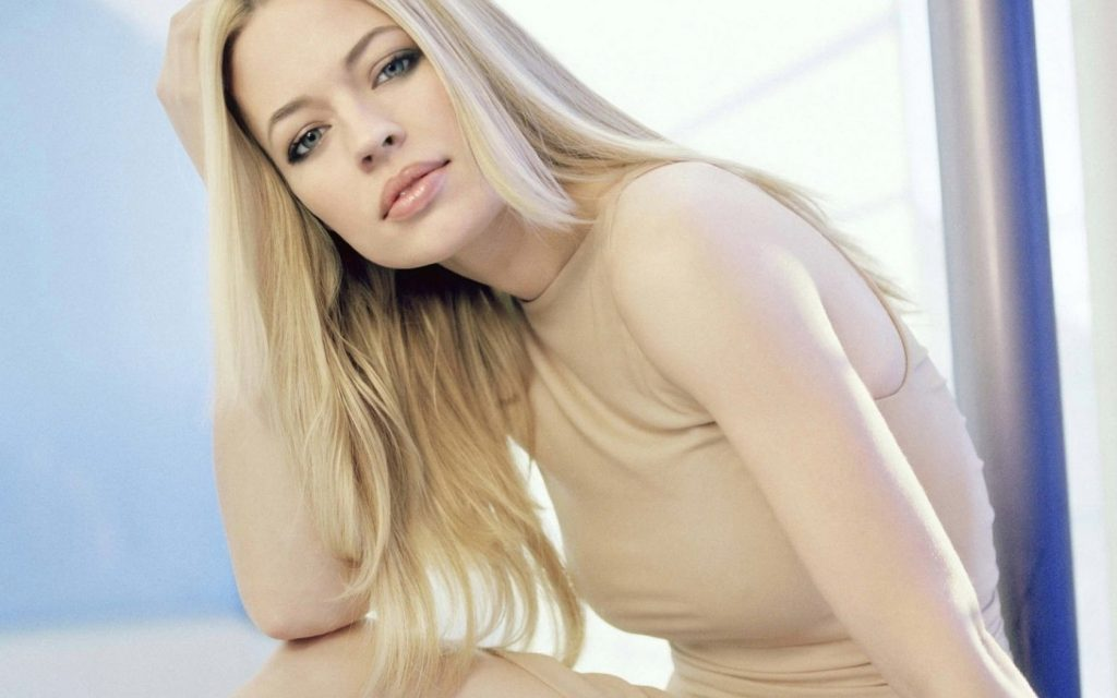 Jeri Ryan Wallpapers