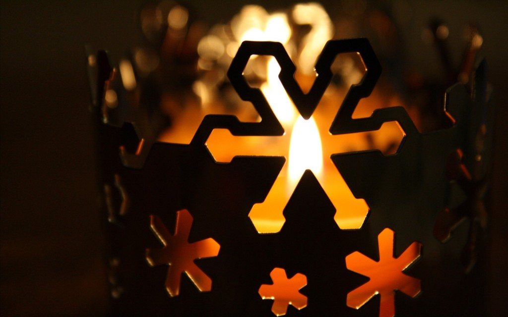 pretty-christmas-candle-wallpaper-41080-42051-hd-wallpapers