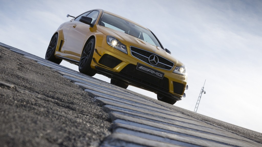 yellow-mercedes-wallpaper-23522-24174-hd-wallpapers