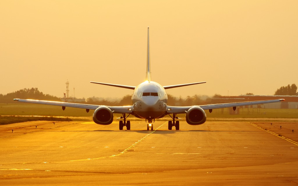 airport-runway-computer-wallpaper-50124-51811-hd-wallpapers