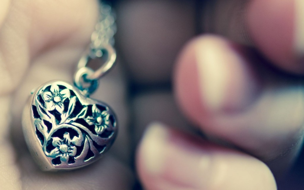 cute-necklace-wallpaper-35486-36296-hd-wallpapers