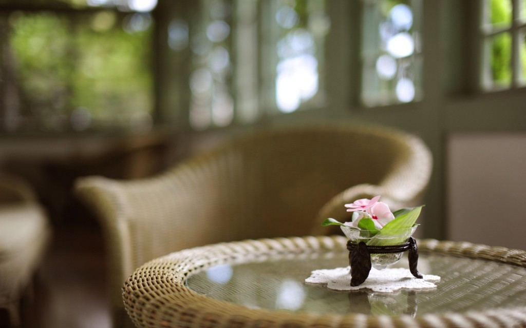 free-table-flowers-wallpaper-40131-41068-hd-wallpapers