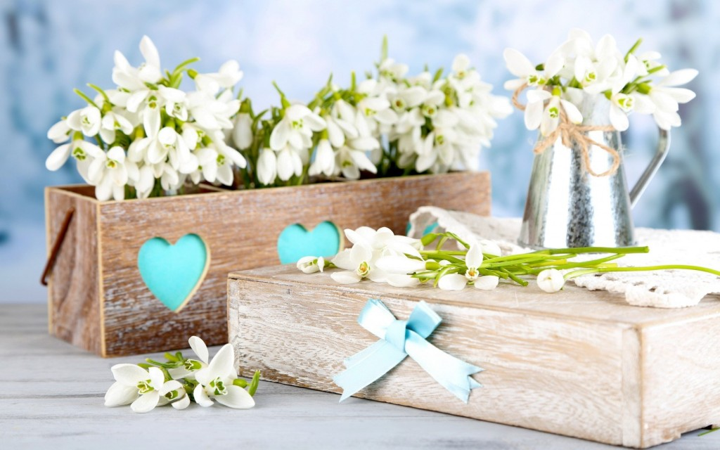lovely-table-flowers-wallpaper-40135-41072-hd-wallpapers