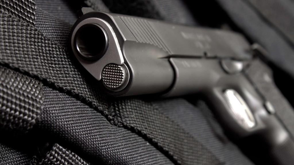 pistol-wallpaper-hd-41653-42631-hd-wallpapers