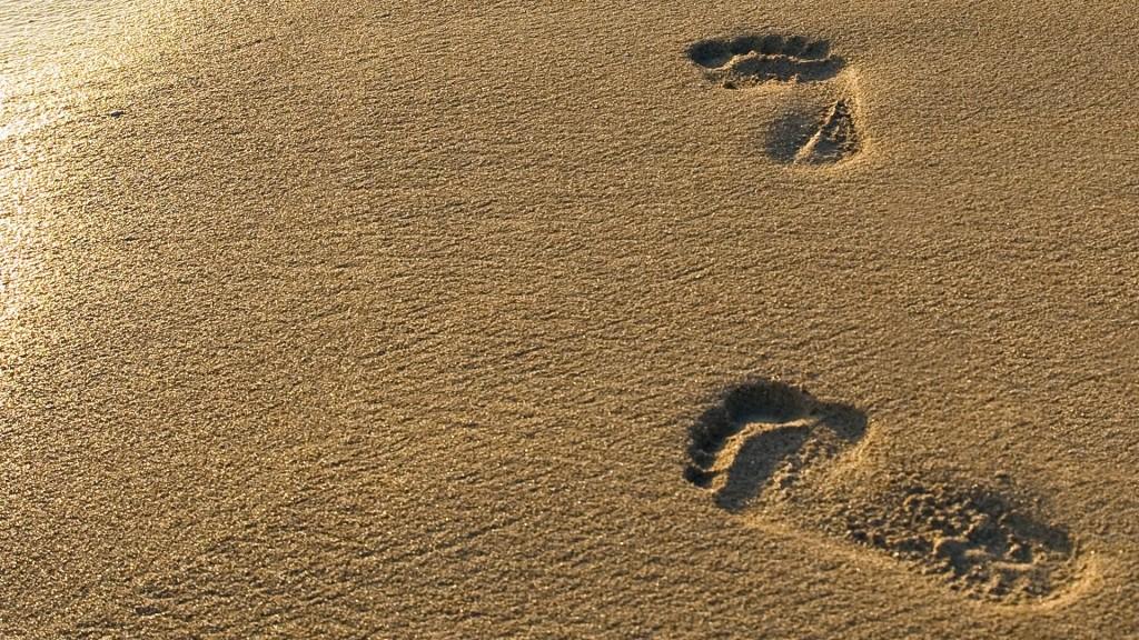 free-footprints-wallpaper-38244-39119-hd-wallpapers