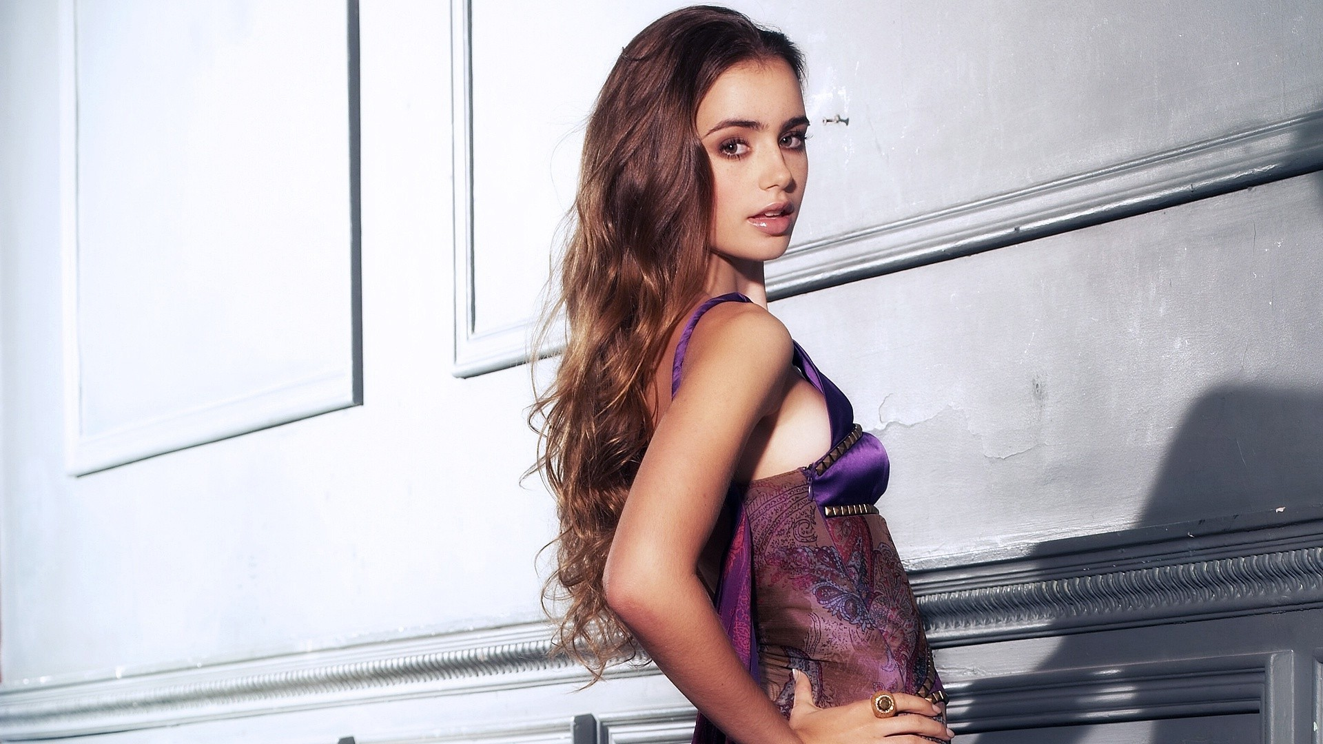 29 Beautiful HD Lily Collins Wallpapers