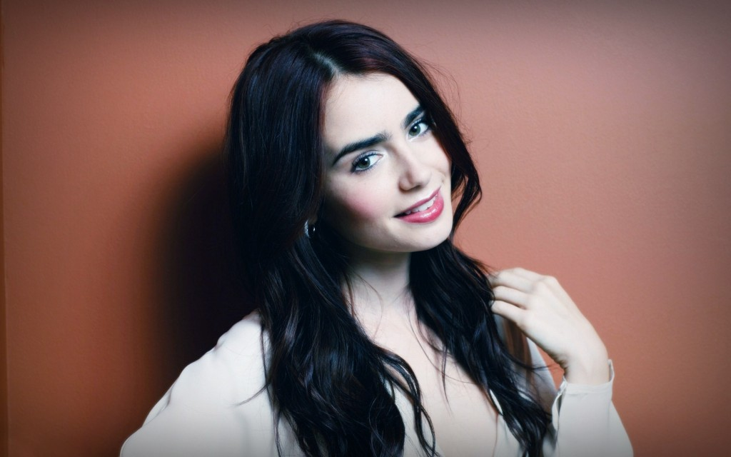 lily-collins-34370-35145-hd-wallpapers