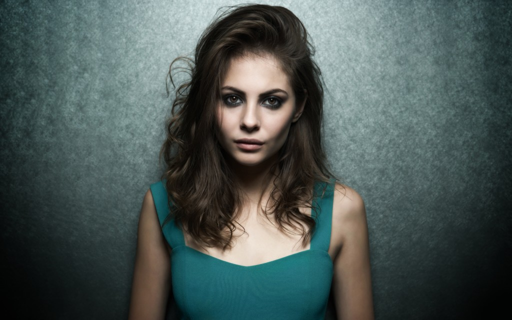 willa-holland-30120-30837-hd-wallpapers