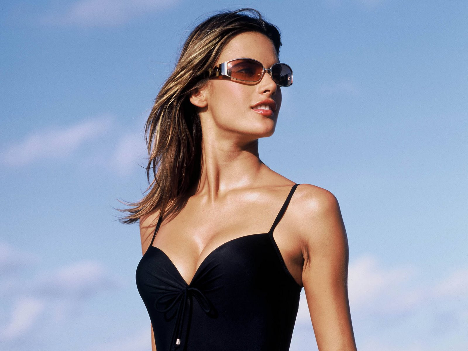 11 Gorgeous HD Alessandra Ambrosio Wallpapers