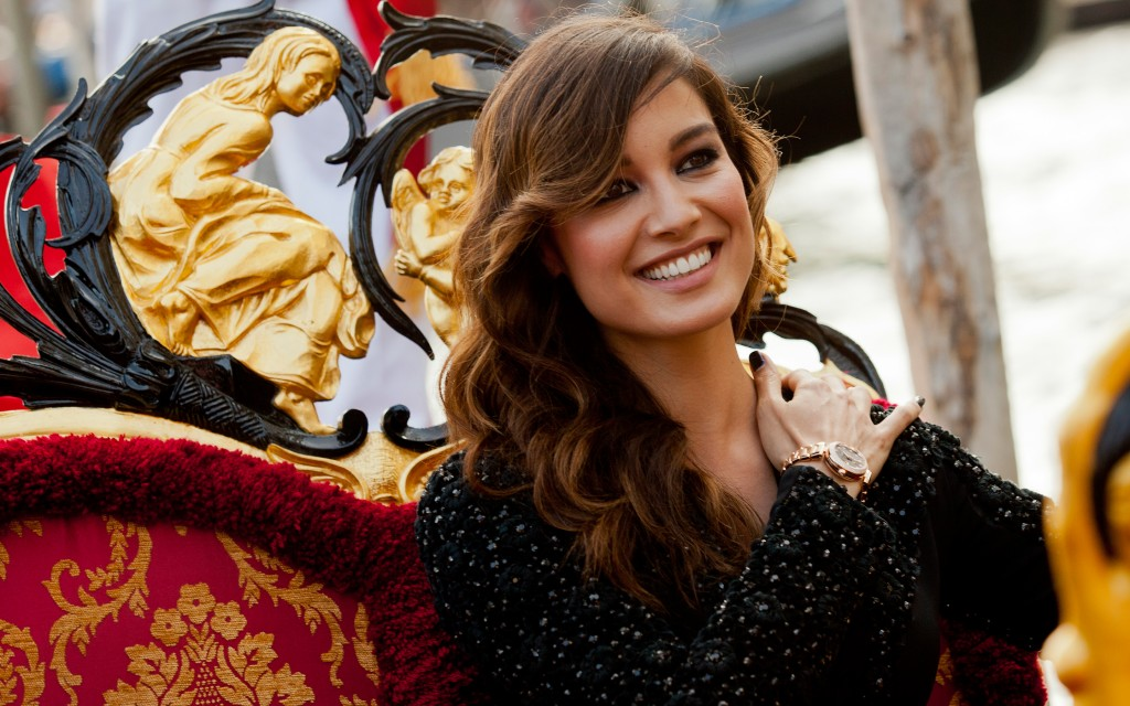 berenice marlohe smile widescreen wallpapers