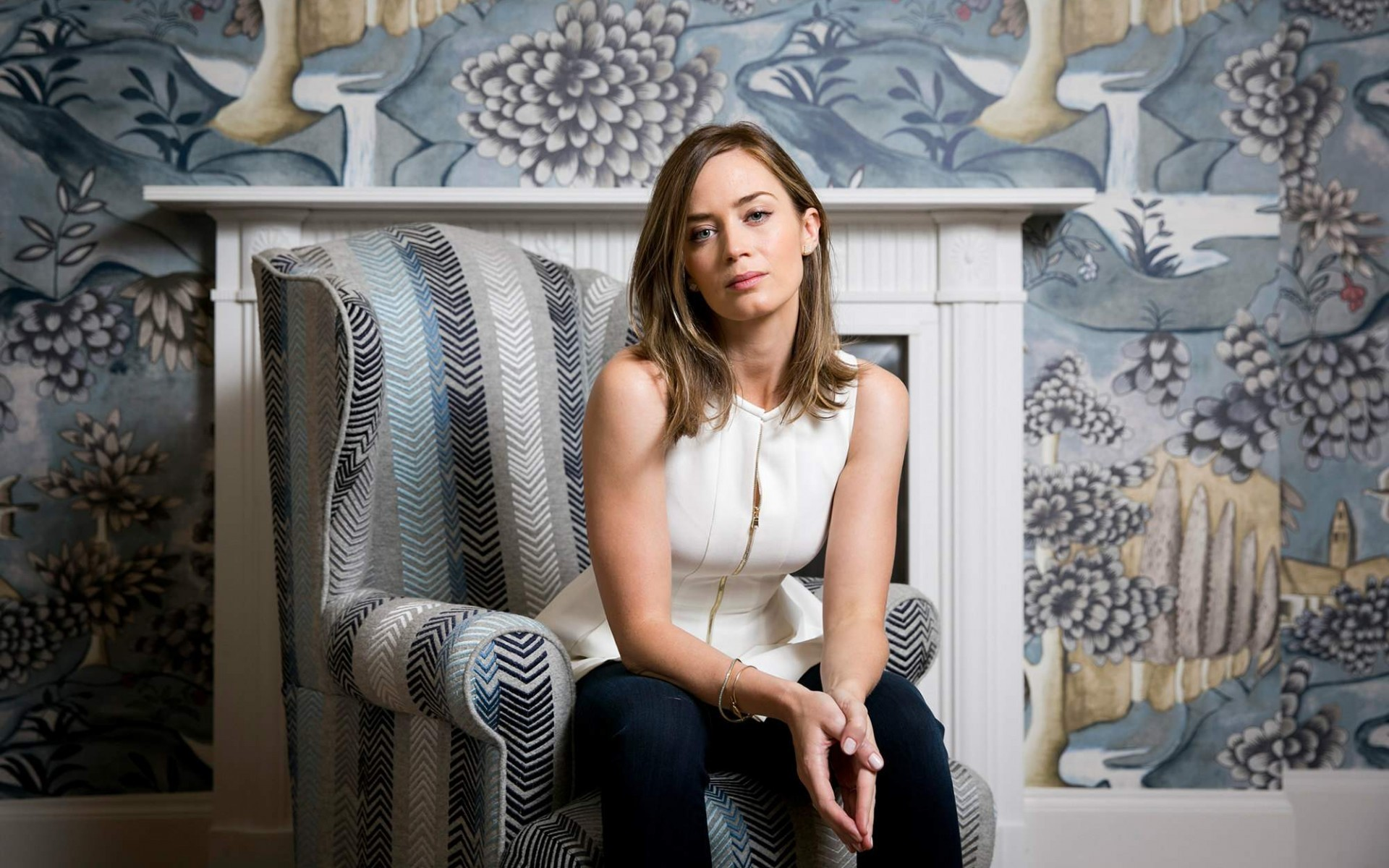 20 Gorgeous HD Emily Blunt Wallpapers