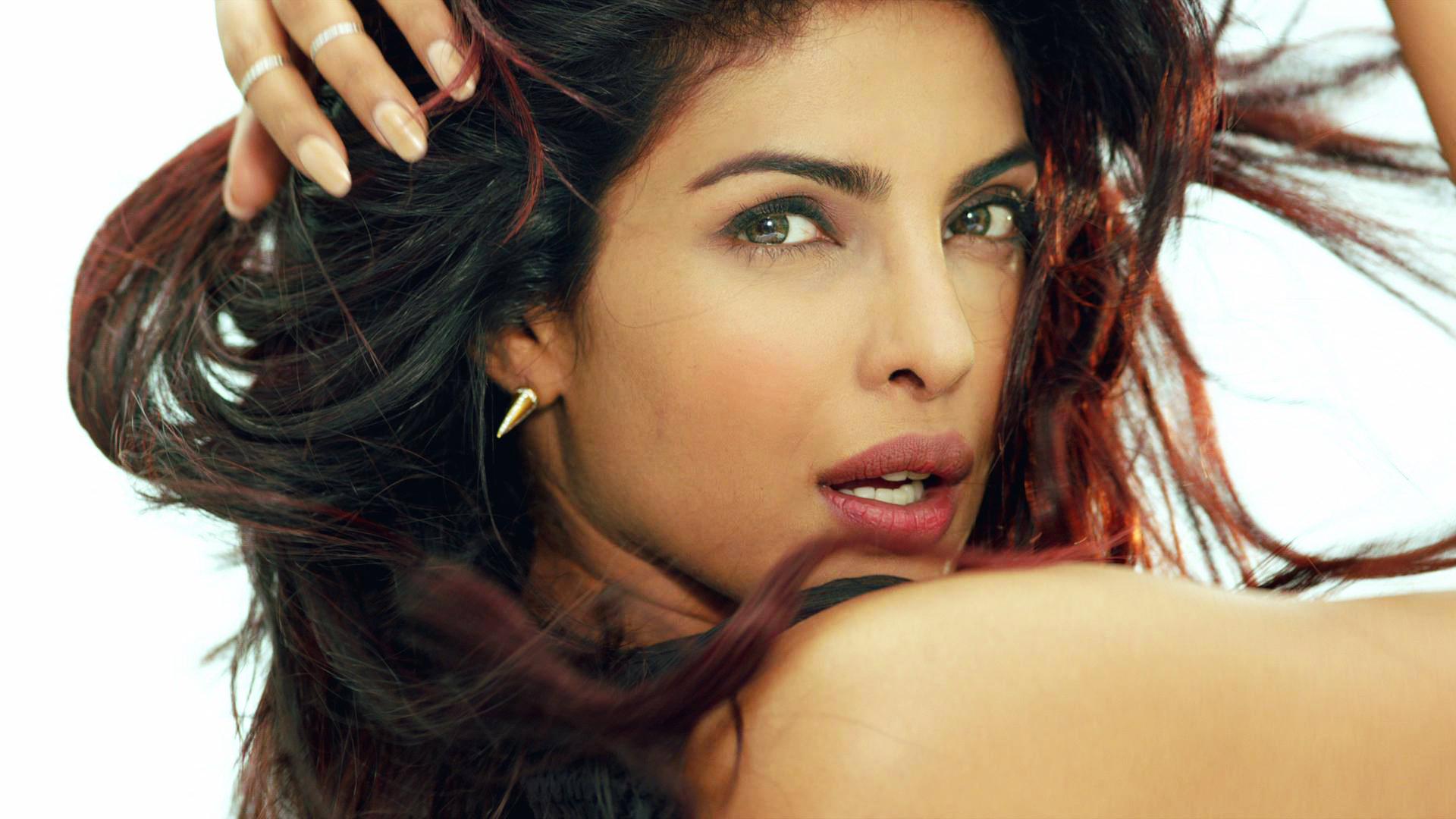 11 HD Priyanka Chopra Wallpapers