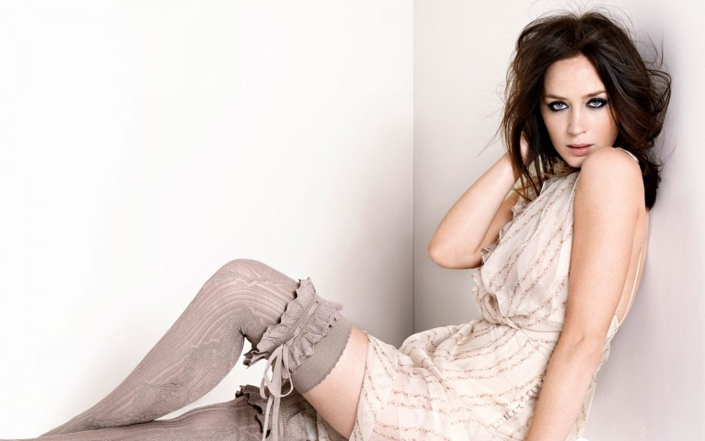 sexy emily blunt wallpapers
