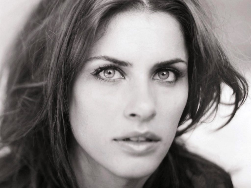 monochrome amanda peet wallpapers