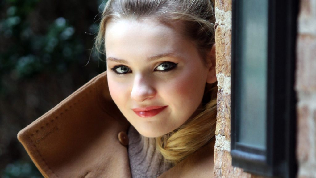 abigail breslin pictures wallpapers