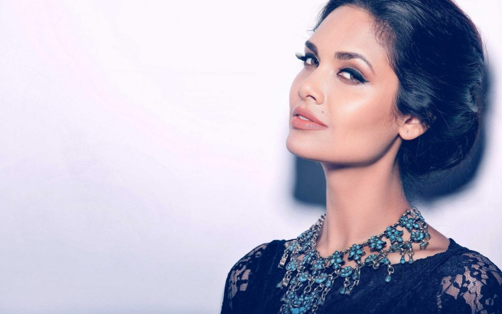 beautiful esha gupta wallpapers