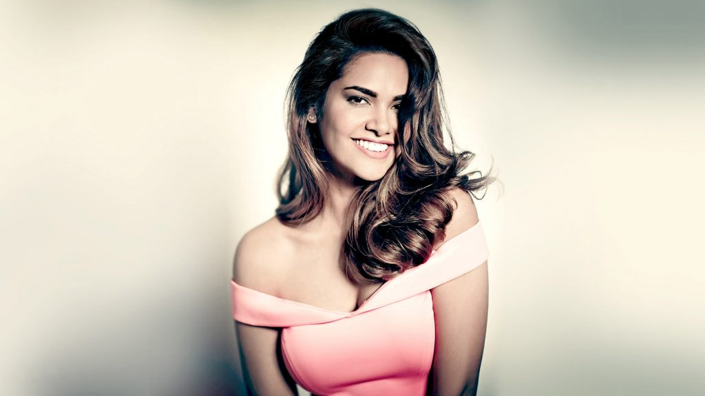 esha gupta smile desktop wallpapers