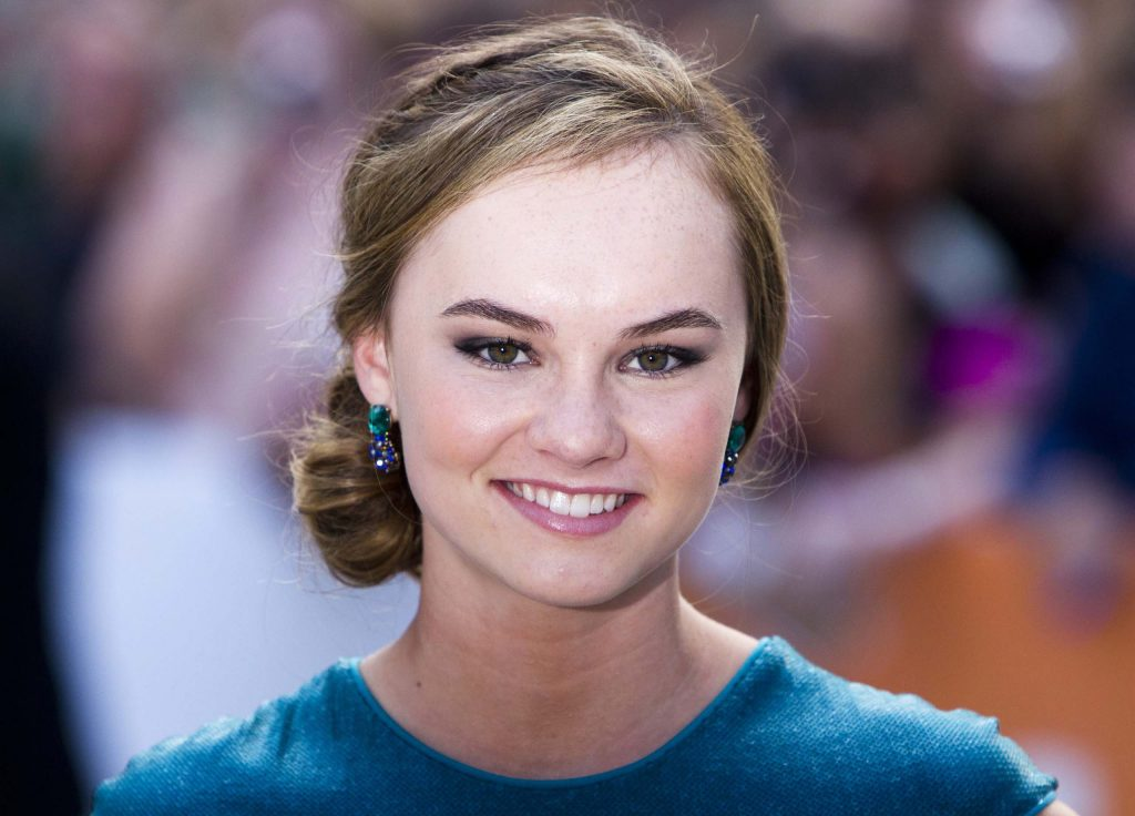 madeline carroll smile pictures wallpapers