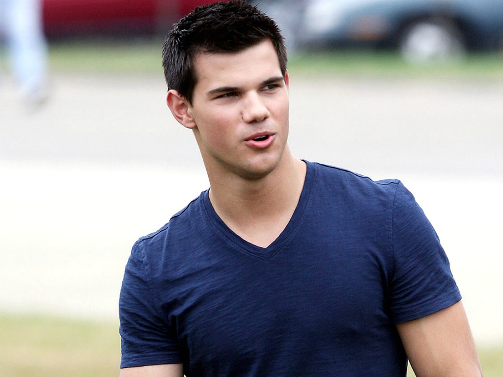 13 HD Taylor Lautner Wallpapers