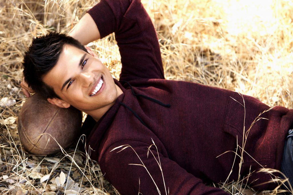 taylor lautner smile background wallpapers