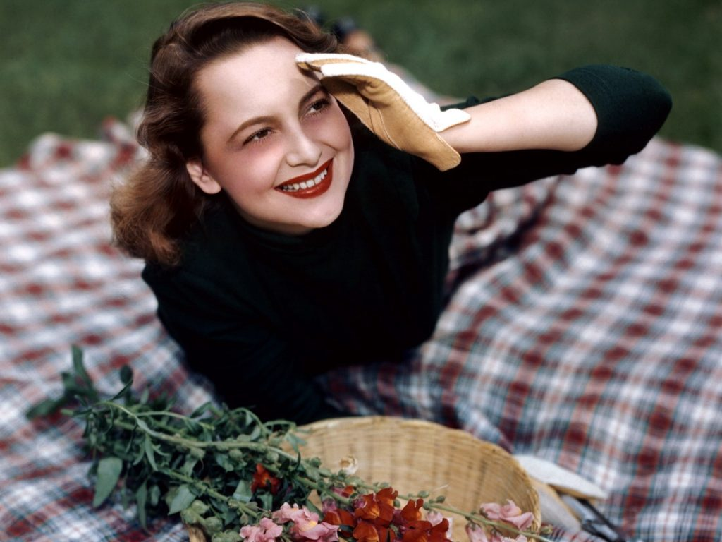 olivia de havilland smile wallpapers
