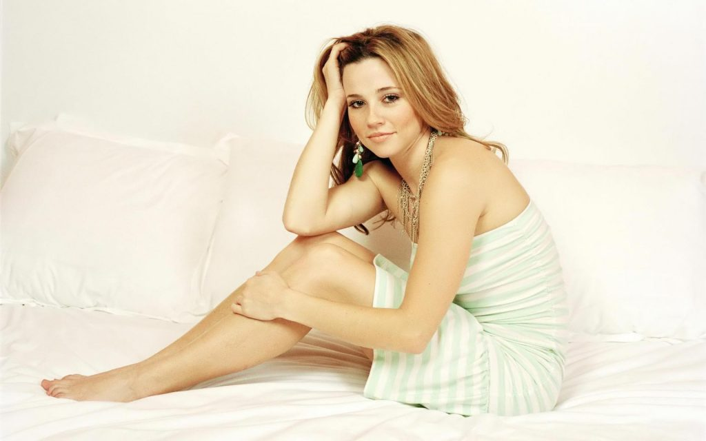 sexy linda cardellini wallpapers