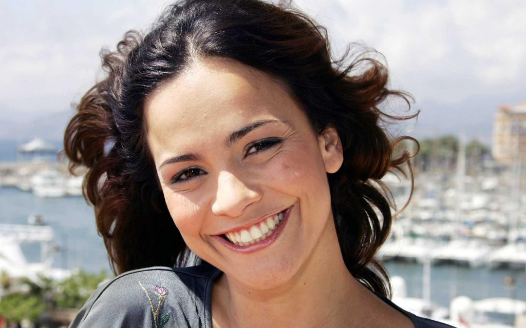 alice braga smile wallpapers