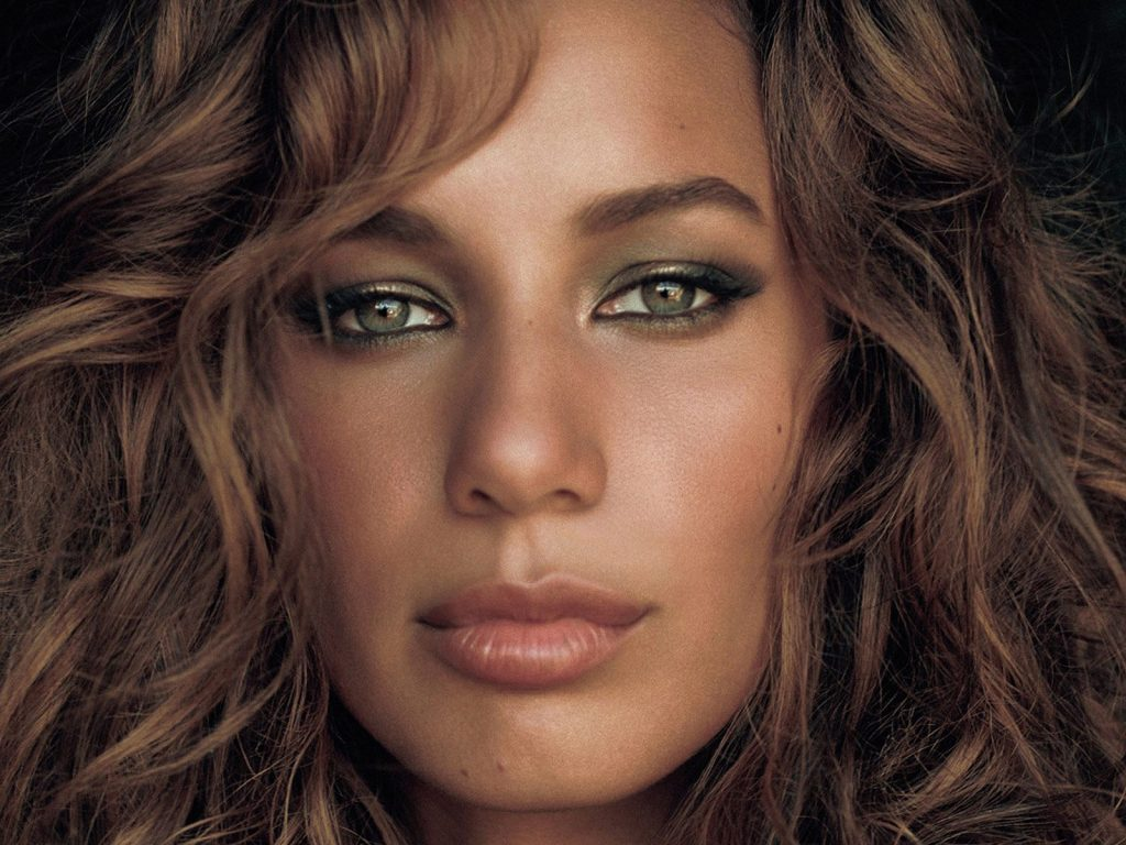 leona lewis face up close wallpapers
