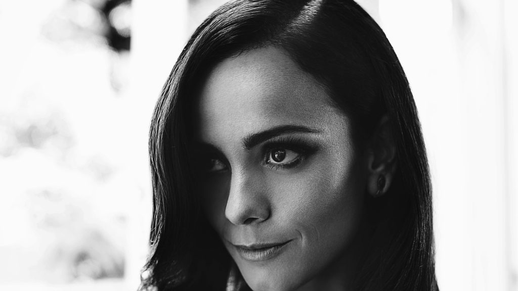 monochrome alice braga wallpapers