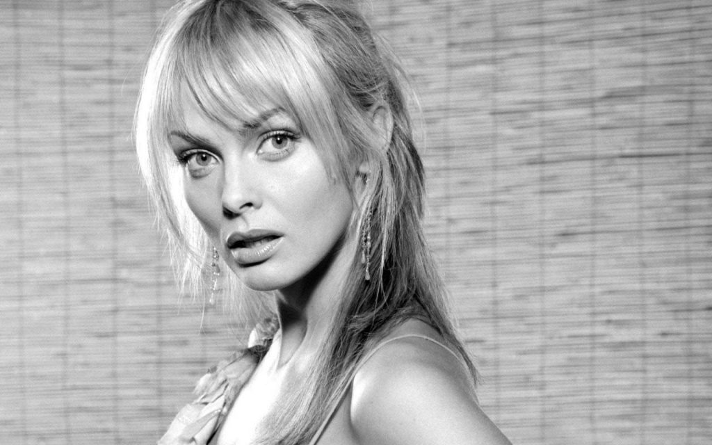 monochrome izabella scorupco wallpapers