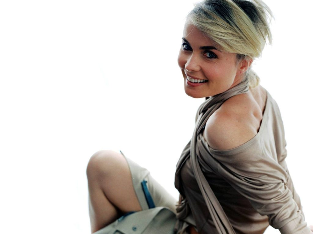radha mitchell smile wallpapers