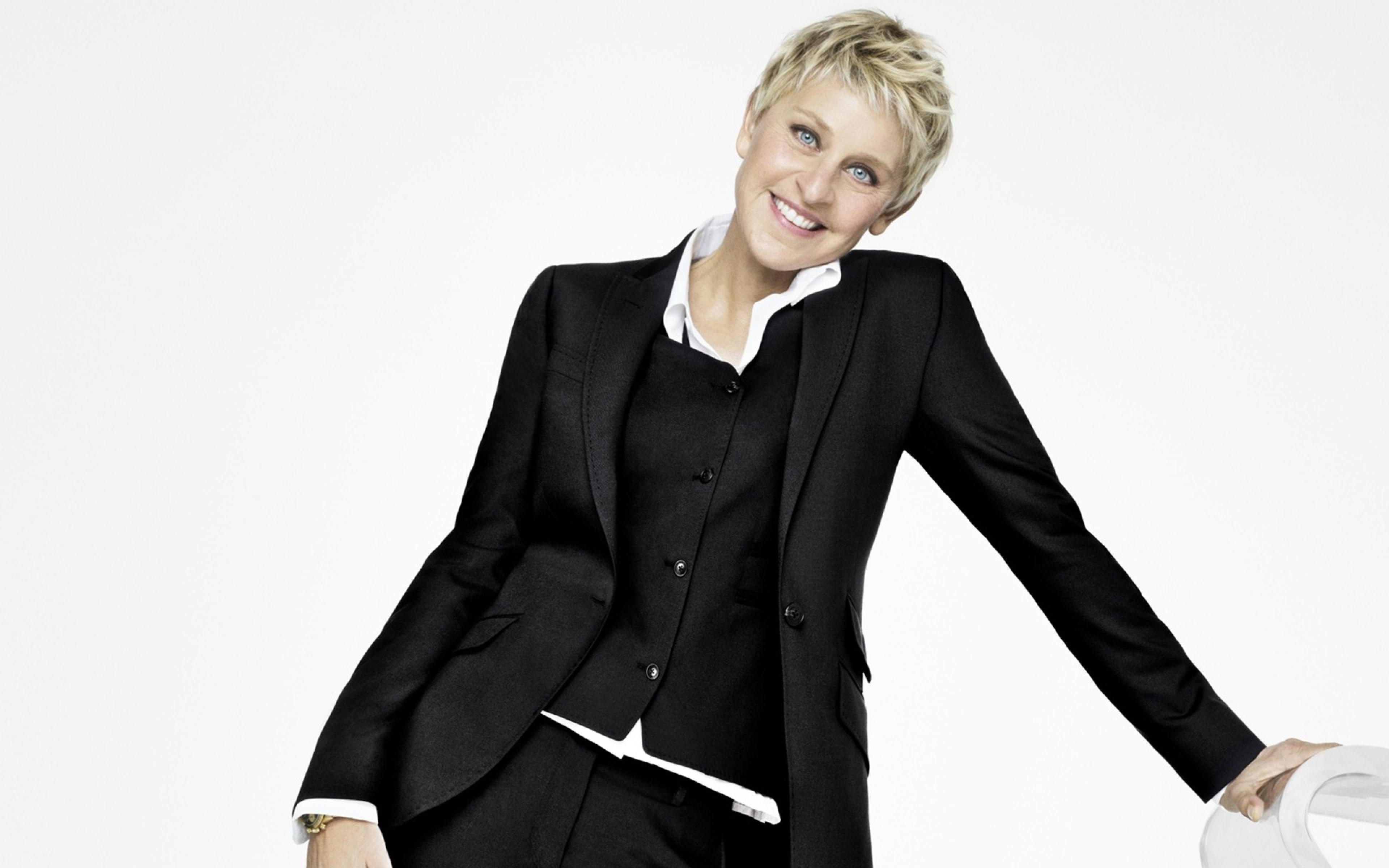 Ellen Lee DeGeneres n Nueva Orleans 26 de enero de 1958 es una comediante actriz y presentadora de televisión estadounidense 1 Ganadora de varios premios