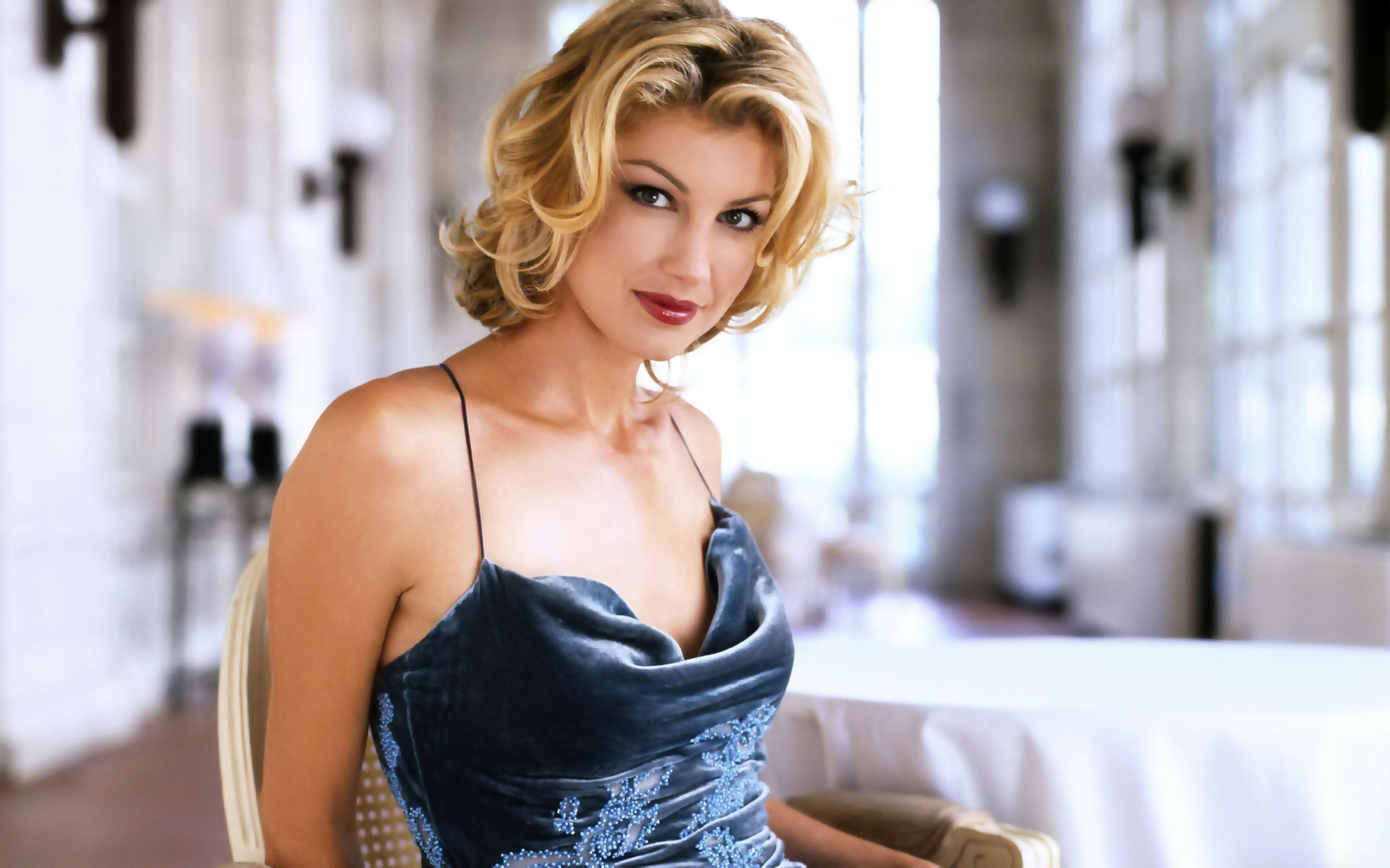 Faith hill goes swimming in sexy black bikini with tim mcgraw close behind country music nation