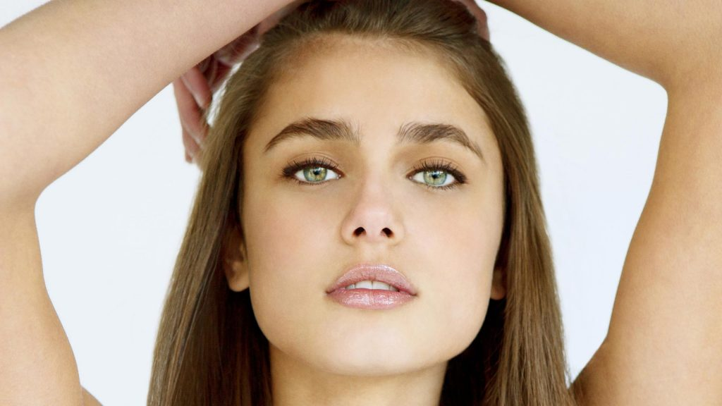 Taylor Hill Wallpapers