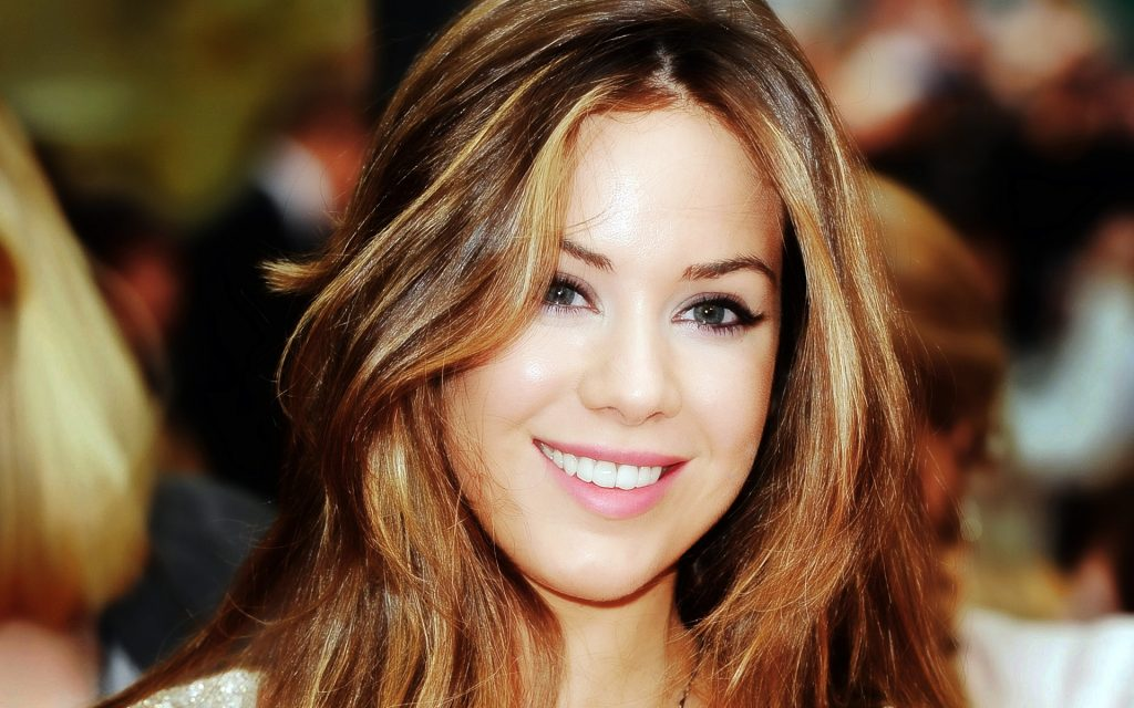 Roxanne Mckee Wallpapers